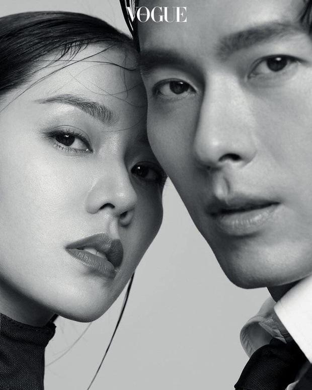 Top ảnh tạp chí đôi đẹp nhất xứ Hàn: Sốc nặng bàn tay hư Yoo Ah In đặt lên body bà cả Thế Giới Hôn Nhân, Hyun Bin - Son Ye Jin đúng huyền thoại - Ảnh 10.