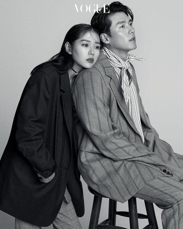 Top ảnh tạp chí đôi đẹp nhất xứ Hàn: Sốc nặng bàn tay hư Yoo Ah In đặt lên body bà cả Thế Giới Hôn Nhân, Hyun Bin - Son Ye Jin đúng huyền thoại - Ảnh 7.