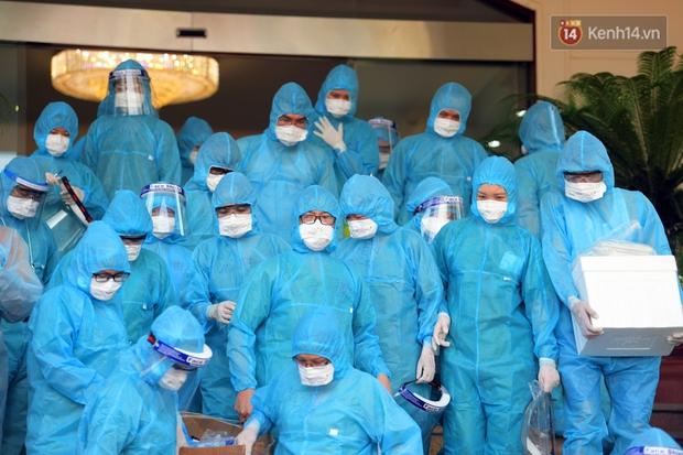 Ảnh: Đoàn 200 y bác sĩ Quảng Ninh lên đường hỗ trợ Bắc Giang chống dịch Covid-19 - Ảnh 1.
