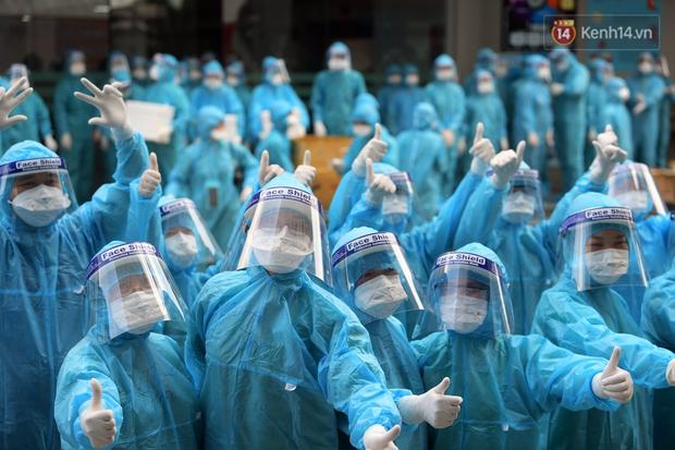 Ảnh: Vừa đặt chân đến Bắc Giang, đoàn 200 y bác sĩ Quảng Ninh đã bắt tay chiến đấu với giặc Covid-19 - Ảnh 11.