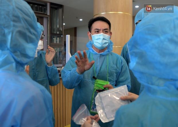 Ảnh: Vừa đặt chân đến Bắc Giang, đoàn 200 y bác sĩ Quảng Ninh đã bắt tay chiến đấu với giặc Covid-19 - Ảnh 4.