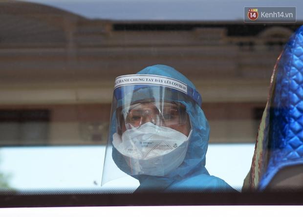 Ảnh: Đoàn 200 y bác sĩ Quảng Ninh lên đường hỗ trợ Bắc Giang chống dịch Covid-19 - Ảnh 6.
