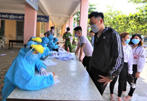 Tài xế GrabCar mắc Covid-19 ở Đà Nẵng từng dự 2 đám cưới, không nhớ tên khách đi xe - Ảnh 1.