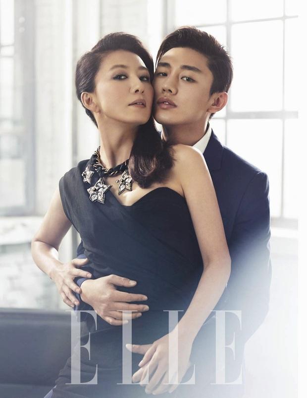 Top ảnh tạp chí đôi đẹp nhất xứ Hàn: Sốc nặng bàn tay hư Yoo Ah In đặt lên body bà cả Thế Giới Hôn Nhân, Hyun Bin - Son Ye Jin đúng huyền thoại - Ảnh 4.