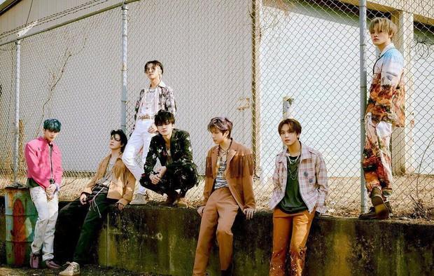 Boygroup nhi đồng phá kỷ lục bán đĩa tuần đầu của SM, ông hoàng triệu bản EXO phải chịu thua đàn em - Ảnh 2.