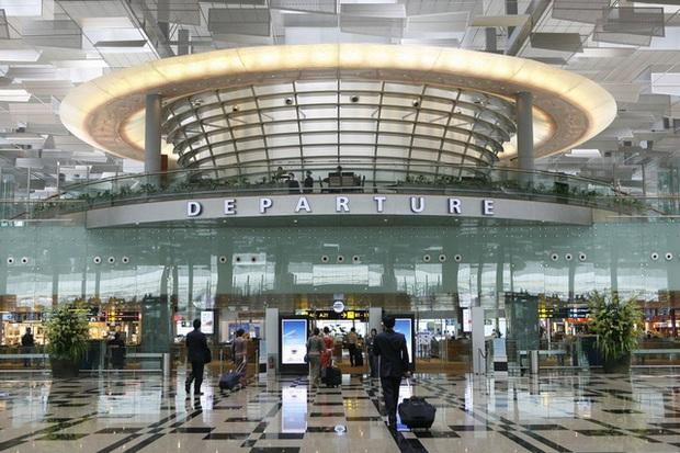 Số ca mắc mới tăng cao, Singapore áp đặt biện pháp kiểm soát dịch gắt gao nhất - Ảnh 1.