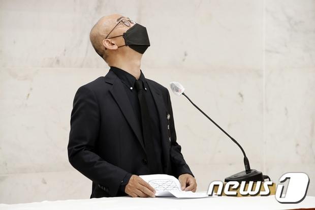 Tang lễ khiến cả Kbiz chết lặng: Son Ye Jin khóc sưng đỏ mắt, Lee Byung Hun cùng dàn sao quyền lực đau buồn tiễn biệt - Ảnh 11.