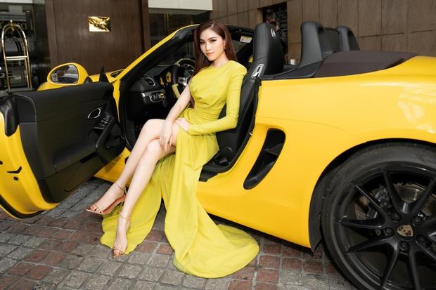 Soi siêu xe mui trần sang chảnh của nữ MC đài VTV, giá hơn 5 tỷ đồng và luôn nổi bần bật trên phố - Ảnh 2.