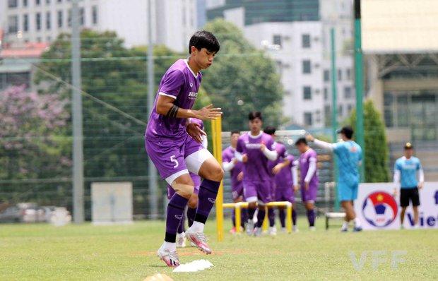 Văn Hậu báo tin vui cho HLV Park Hang-seo, Xuân Trường vẫn tập riêng - Ảnh 1.