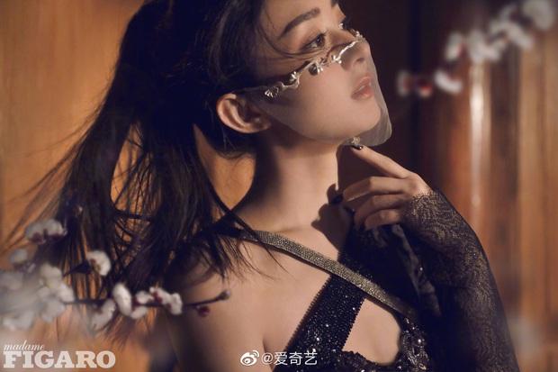 Quên ngay bộ ảnh vô hồn chụp với đàn chị đi, đây mới là loạt khung hình đẹp thần sầu của Triệu Lệ Dĩnh khiến Weibo nức nở - Ảnh 7.