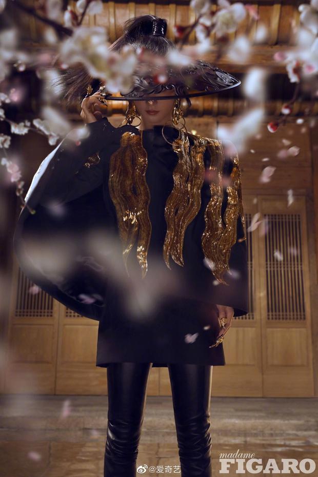 Quên ngay bộ ảnh vô hồn chụp với đàn chị đi, đây mới là loạt khung hình đẹp thần sầu của Triệu Lệ Dĩnh khiến Weibo nức nở - Ảnh 12.