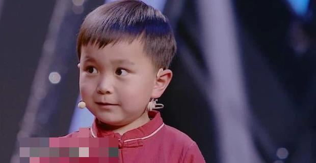 Cậu bé 4 tuổi đã biết hàng ngàn từ vựng, ai cũng ngỡ là thần đồng nhưng chỉ nhờ 1 việc làm đơn giản của bà ngoại - Ảnh 1.