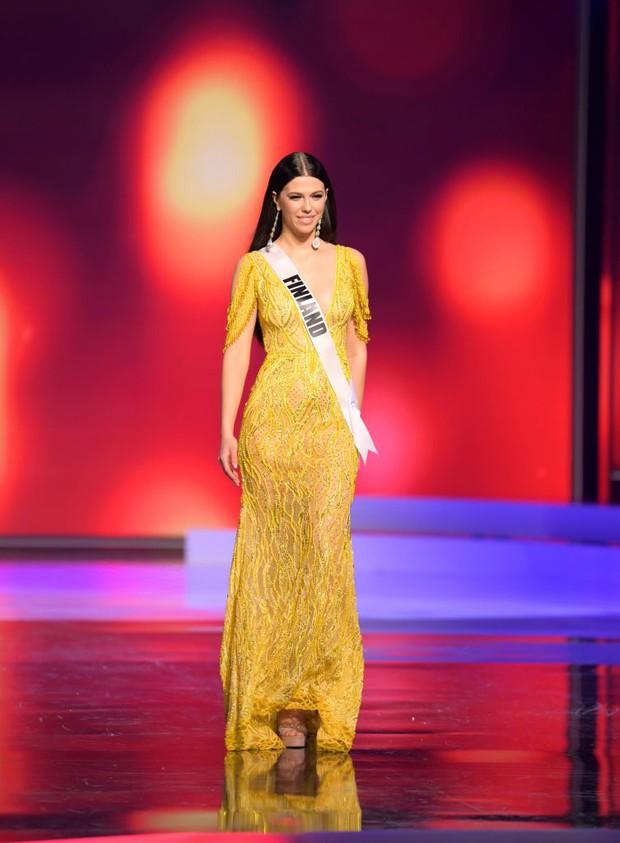 Missosology công bố top 15 trang phục dạ hội đẹp nhất Miss Universe 2020, Khánh Vân thể hiện xuất sắc có đủ sức leo top? - Ảnh 11.