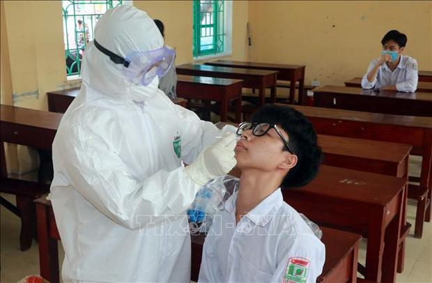 Nam Định: Xét nghiệm diện rộng sau khi một học sinh dương tính với SARS-CoV-2 - Ảnh 1.