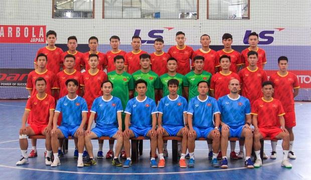 Chốt danh sách đội tuyển futsal Việt Nam sang UAE dự trận play-off giành vé đi World Cup - Ảnh 1.
