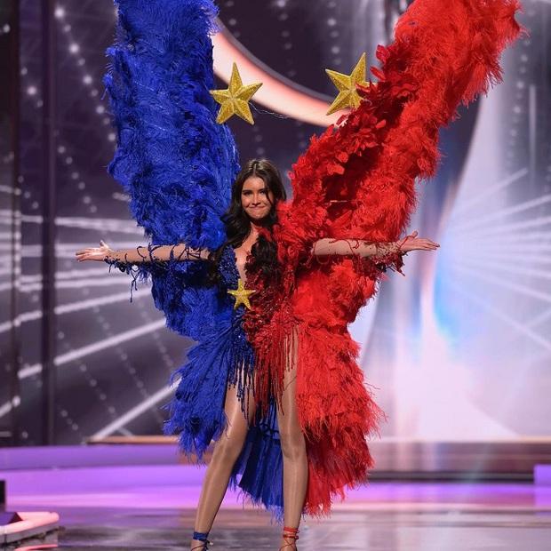 Hoa hậu Philippines dính lùm xùm ở Miss Universe: Quốc phục bị chê sau khi NTK qua đời, HHHV 2018 đồng hương nhưng không ủng hộ - Ảnh 6.