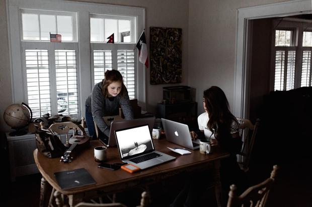 Top 6 công việc làm ở nhà nhưng thu nhập cao, nhu cầu nhân sự lớn trong 10 năm tới - Ảnh 1.
