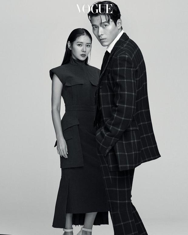 Top ảnh tạp chí đôi đẹp nhất xứ Hàn: Sốc nặng bàn tay hư Yoo Ah In đặt lên body bà cả Thế Giới Hôn Nhân, Hyun Bin - Son Ye Jin đúng huyền thoại - Ảnh 8.
