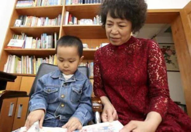 Cậu bé 4 tuổi đã biết hàng ngàn từ vựng, ai cũng ngỡ là thần đồng nhưng chỉ nhờ 1 việc làm đơn giản của bà ngoại - Ảnh 3.