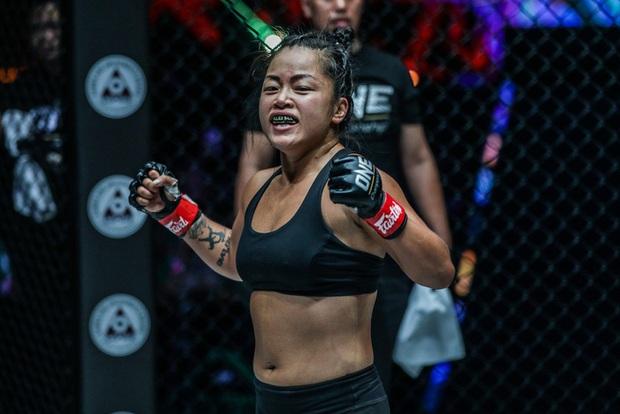 Nữ võ sĩ gốc Việt Bi Nguyễn giành chiến thắng quả cảm trước đối thủ bất bại Ritu Phogat tại giải võ thuật lớn nhất châu Á - Ảnh 3.
