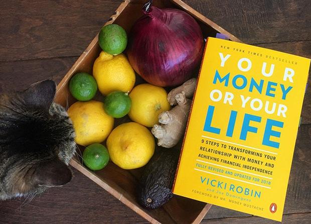 10 cuốn sách về tiền bạc hàng đầu giúp bạn thoát khỏi những ồn ào trên MXH và tiến gần tới sự giàu có và an toàn tài chính - Ảnh 4.