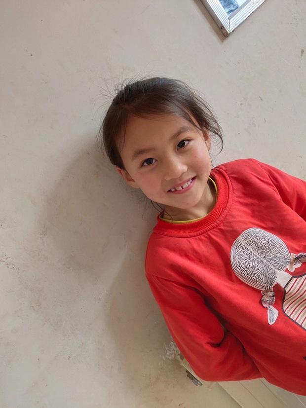 Cô bé nông thôn với nụ cười chao đảo MXH, công ty trả 3 tỉ ký hợp đồng vẫn bị phụ huynh từ chối, tuổi thơ con rốt cuộc đáng giá bao nhiêu? - Ảnh 5.