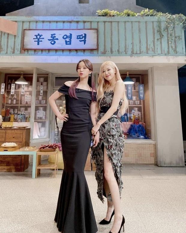 Rosé chuyên thu nhặt các chị đẹp cực phẩm Kbiz: 2 chị lớn BLACKPINK đến Hyeri đều đỉnh, nhưng chị gái ruột còn choáng hơn - Ảnh 18.