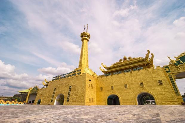 Số tiền gây choáng mà gia đình bà Phương Hằng đã bỏ ra để xây dựng khu du lịch Đại Nam, tiết lộ người đặc biệt lên ý tưởng và phối cảnh - Ảnh 2.
