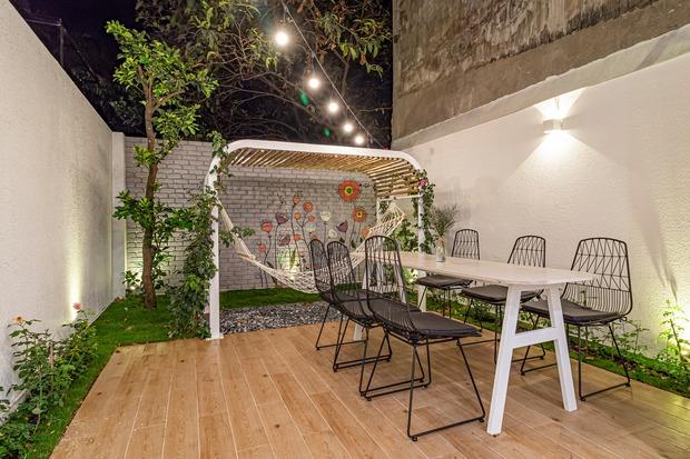 Có mảnh đất 75m2, vợ chồng Đà Nẵng xây nhà cực khéo: Trong nhà nghe tiếng nước chảy, ngoài vườn nghe tiếng chim hót - Ảnh 13.