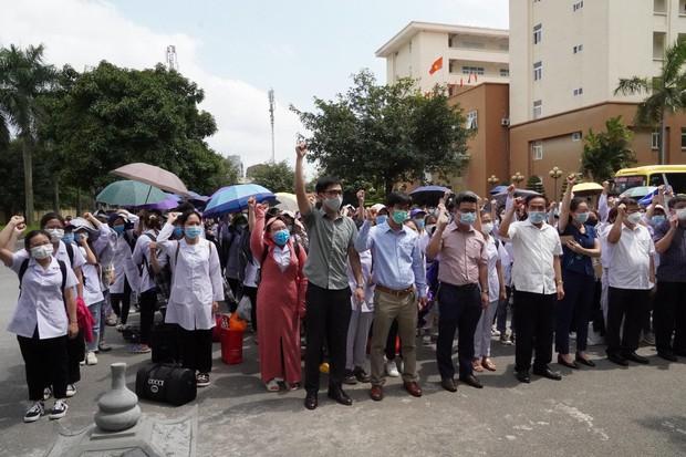 267 sinh viên trường Đại học Kỹ thuật Y tế Hải Dương lên đường chi viện Bắc Giang, Bắc Ninh - Ảnh 2.