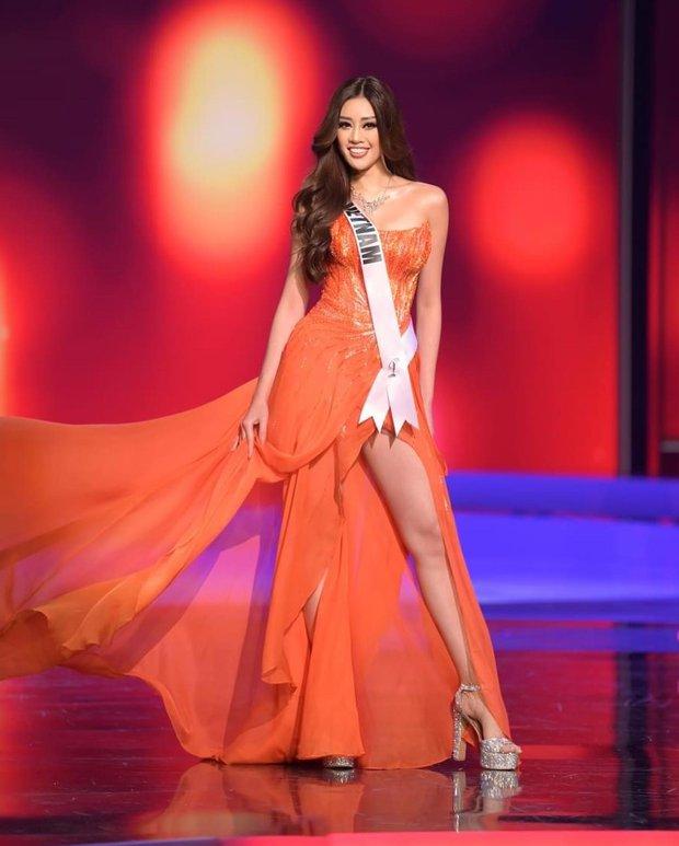 Lộ clip đối thủ số 1 của Khánh Vân ở Miss Universe có ánh mắt lườm như dao cau cứa vào thí sinh khác ngay trên sân khấu? - Ảnh 1.
