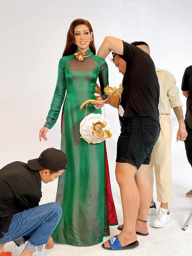 Ảnh hậu trường chưa từng công bố của Khánh Vân: Bật khóc đau đớn, lộ con người thật qua hành trình thi Miss Universe - Ảnh 12.