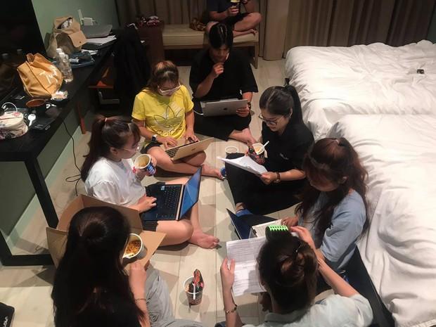 Phỏng vấn nóng phía Khánh Vân trước Chung kết Miss Universe: Em vẫn ổn, dù chân đau nhưng em vẫn chiến hết mình trên sân khấu - Ảnh 4.