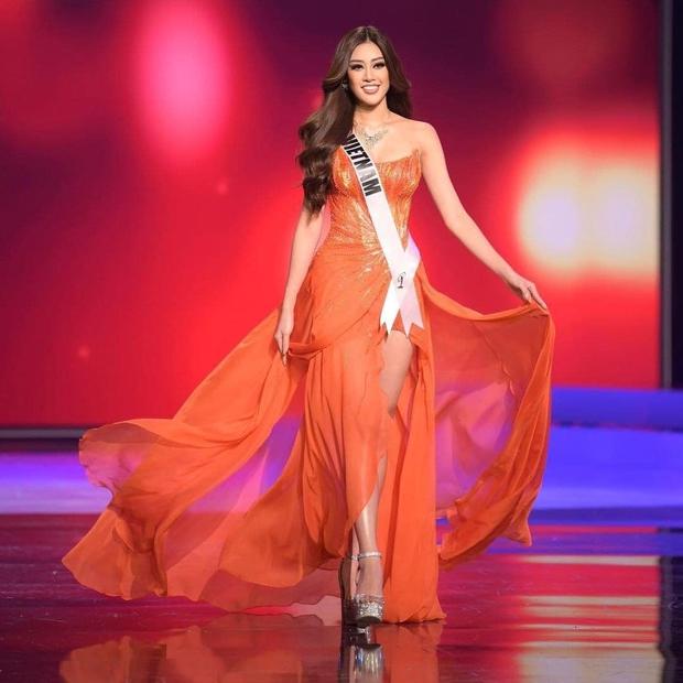 """Sự trùng hợp bất ngờ giữa đầm dạ hội của Khánh Vân ở Miss Universe Việt và Thế giới, """"điềm báo"""" đăng quang là đây? - Ảnh 6."""