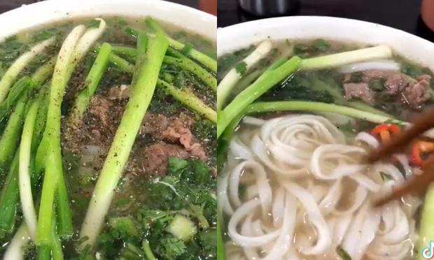 Một TikToker phàn nàn hàng phở nổi tiếng ở Hà Nội lên giá 70k/ bát đắt lòi ăn không nổi, thực hư thế nào? - Ảnh 1.