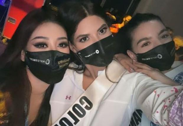 Khánh Vân bị bỏng nhẹ trong lúc làm tóc chuẩn bị cho đêm Chung kết Miss Universe - Ảnh 3.
