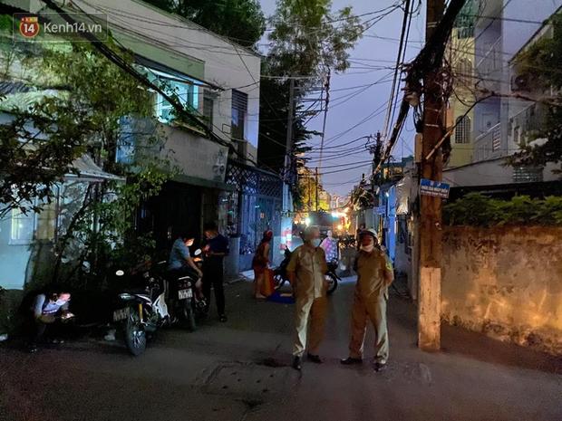 Cháy nhà ở Sài Gòn khiến ít nhất 7 người tử vong thương tâm: Khoảng 10 người mắc kẹt không thoát ra được - Ảnh 8.