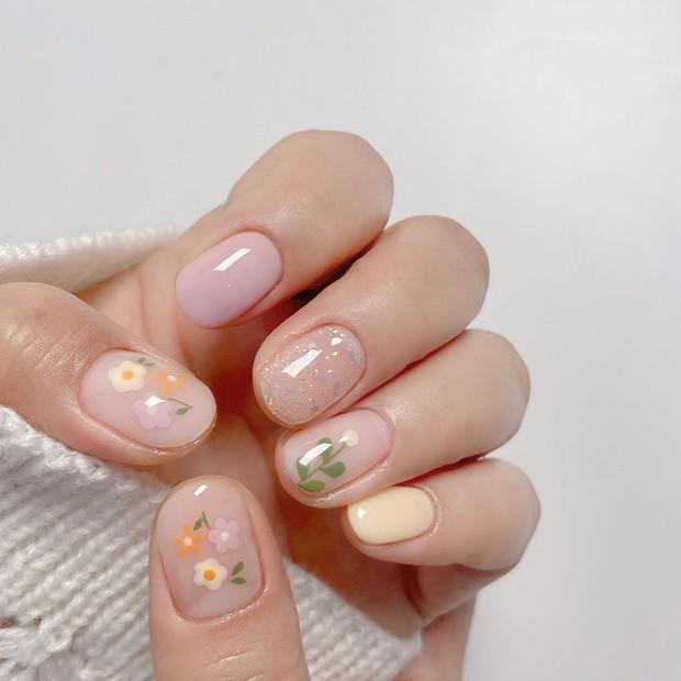 Người chơi hệ sành là phải diện nail hoa cho mùa hè và đây là 10 mẫu đẹp nhất tại các tiệm hot hit - Ảnh 19.