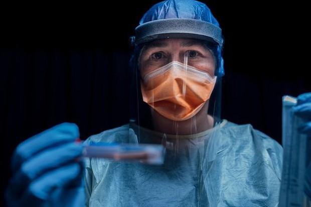 Đất nước với tỉ lệ tiêm chủng hàng đầu thế giới đang có ổ dịch lây lan với tốc độ cực nhanh - chuyện gì đã xảy ra? - Ảnh 1.