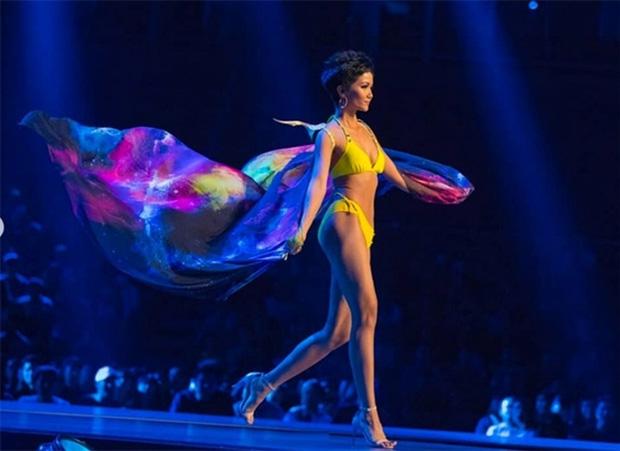 Phạm Hương - HHen Niê - Khánh Vân: 3 lần khiến fan sắc đẹp dậy sóng tại Miss Universe - Ảnh 7.
