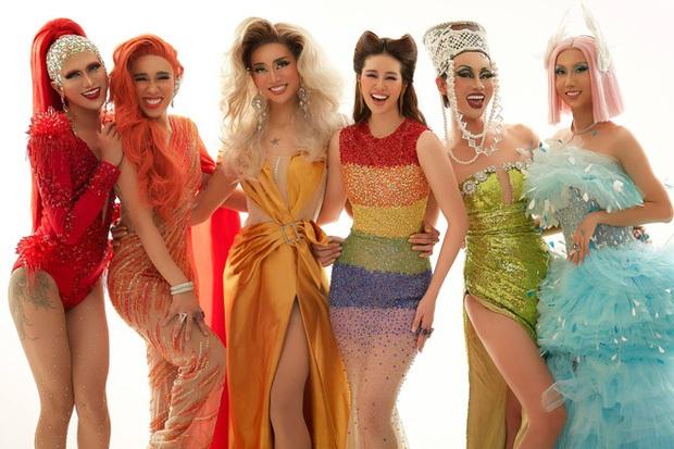 Khánh Vân mặc bộ đầm lục sắc ủng hộ cộng đồng LGBT nhưng đành phải thay ra vì 1 lý do! - Ảnh 6.