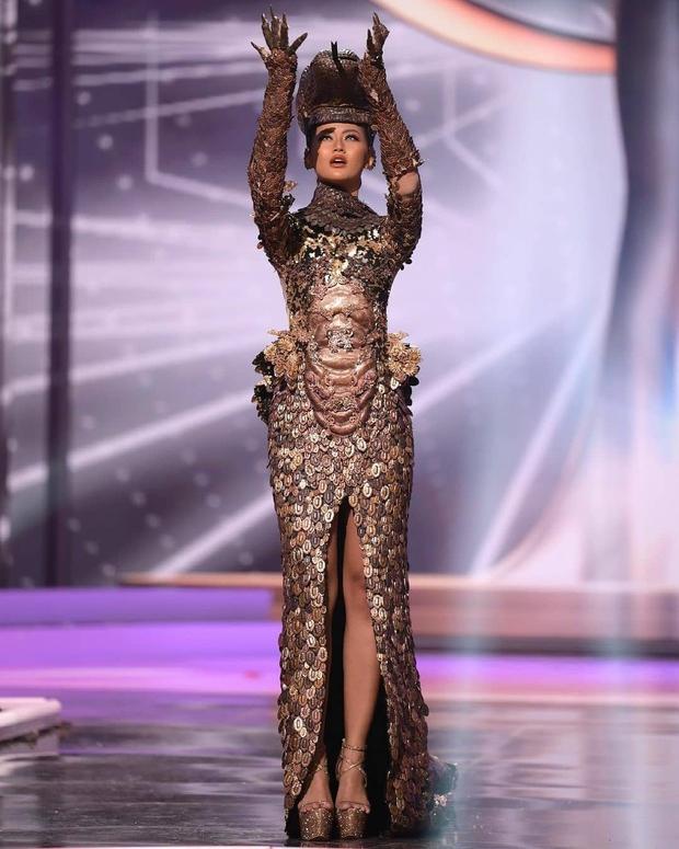 Miss Universe đang là tâm điểm chú ý của cả thế giới, video đêm thi Bán kết lọt top Trending YouTube, hút 4,3 triệu lượt xem - Ảnh 3.