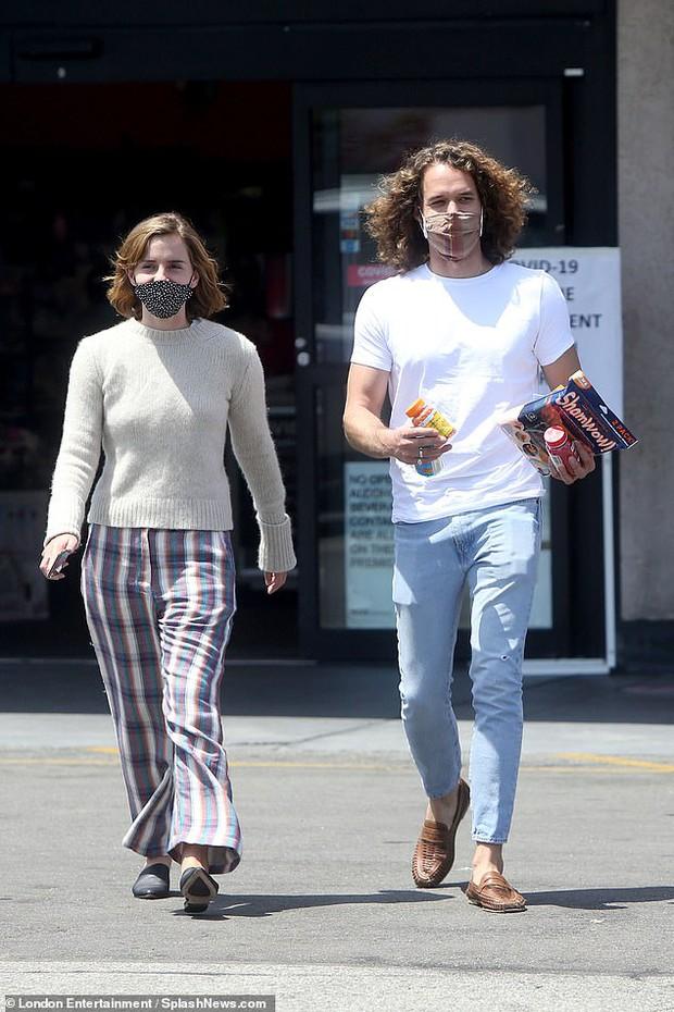 Emma Watson để lại tóc ngắn màu nâu y hệt Hermione ngày xưa, nhưng sao nhan sắc tuột dốc quá thế này - Ảnh 5.