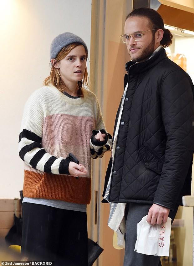 Emma Watson để lại tóc ngắn màu nâu y hệt Hermione ngày xưa, nhưng sao nhan sắc tuột dốc quá thế này - Ảnh 7.