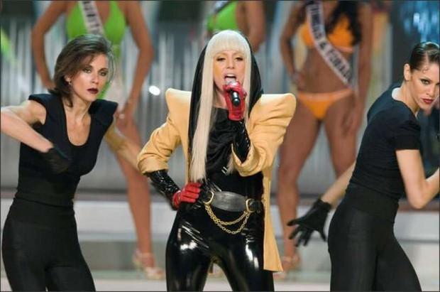 Miss Universe 13 năm trước: Lady Gaga đến Việt Nam trình diễn và có sân khấu đổi đời, từ ngôi sao hạng C bỗng vụt sáng quốc tế? - Ảnh 4.