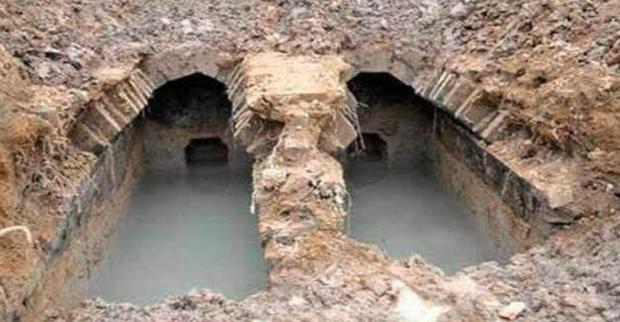 Chuyện lạ giới khảo cổ: Khai quật ngôi mộ đóng kín suốt 2000 năm, một cụ rùa lớn bò ra làm chuyên gia ngỡ ngàng - Ảnh 2.