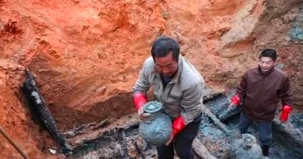 Chuyện lạ giới khảo cổ: Khai quật ngôi mộ đóng kín suốt 2000 năm, một cụ rùa lớn bò ra làm chuyên gia ngỡ ngàng - Ảnh 3.