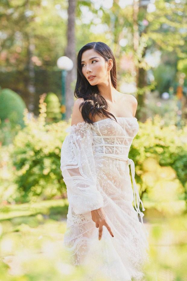 Đụng mẫu váy nàng thơ, Mai Phương Thúy chặt Hoàng Thùy nhờ cả vòng 1 lẫn kiểu tóc - Ảnh 5.