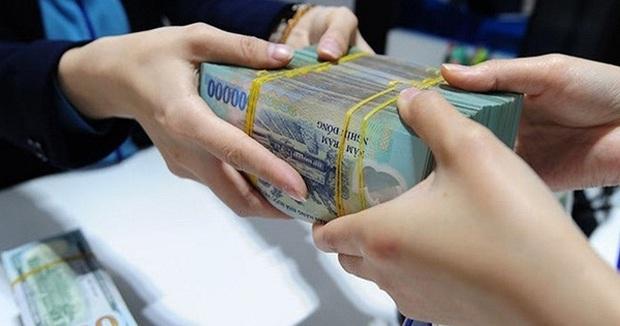 Sinh viên ra trường có 100 triệu nên gửi ngân hàng hay chơi chứng khoán? - Ảnh 1.