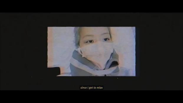 Fan phát xót khi giờ mới biết Rosé (BLACKPINK) phải nẹp cổ chấn thương, lý do netizen chê diễn tệ khi debut là đây? - Ảnh 8.